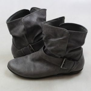 Lower East Side Gray Boots with Buckle